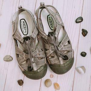Keen waterproof hiking sandals size 7